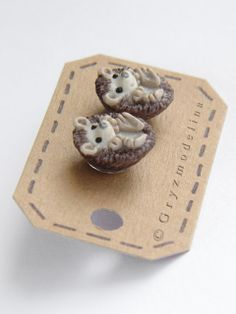 Cute little hedgehogs studs; made of polymer clay - hand crafted by me without using molds ..so there are no two identical pieces :)