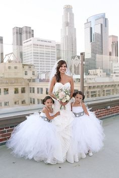Star Wars wedding dress and flower girls. Visit our blog for more Star Wars wedding ideas.