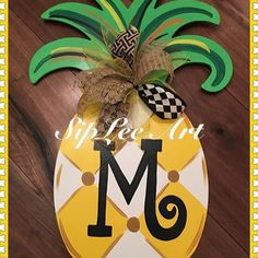Image result for pineapple door hanger Pineapple Painting, Pineapple Art, Pineapple Ideas, Diy Arts And Crafts, Decor Crafts, Diy Crafts, Christmas Door Decorations, Spring Decorations, Crafty Craft