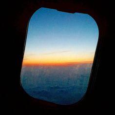 Tornando a casa per una settimana  Volviendo a mi casa por una semanas #home #bcn #trip #fly #by #instapic #picoftheday #sunset #puestadesol #tramonto #red end #blue