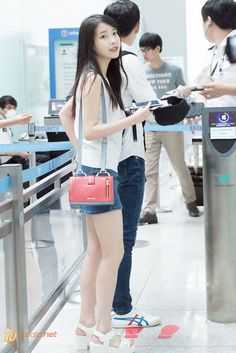 150615 아이유 공항 출국 사진 by 미스터신iu Korean Airport Fashion, Korean Fashion, Street Jeans, Korean Girl, Asian Girl, Kpop Fashion, Fashion Trends, Fashion 2015, Korean Actresses