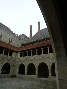 """""""Paco dos Duques de Braganca"""" (Palazzo), Guimaraes Portugal (Luglio)"""