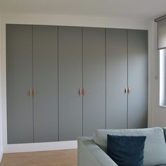 Sliding Wardrobe Designs, Wardrobe Interior Design, Wardrobe Design Bedroom, Closet Designs, Closet Bedroom, Plywood Furniture, Hall Furniture, Wardrobe Laminate Design, Bedroom Divider