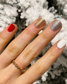 5 Grown-Up Ideas for Christmas Nails (That Aren?t Tacky Reindeer) - 5 Grown-Up Ideas for Christmas Nails (That Aren't Tacky Reindeer) polish art Red Polish, Nail Polish, Red Wine Stains, Olive And June, Negative Space Nails, Holiday Nail Art, Holiday Decor, Strip, New Nail Art