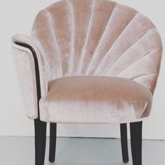 Clam chair!  #interiordesign #decorating #furnishings #lovewhatyoudo #bedroomdesign #thinkbigornotatall #design #interiorstyling #bedroom #interiorstyle #chasingdreams #bedroomdecor #interiors #interiordecorating #interiorinspo #firstworldproblems #linen #dowhatyoulove #textiles #interior #furniture #rustic #patterns #inspiringdesign