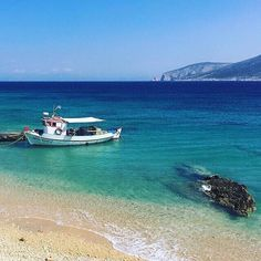 Koufonissi #island will only make you fall in love with it!!! 💙 Always a top #bucketlist destination! #booknow⠀ ———————————————⠀ Photo by…