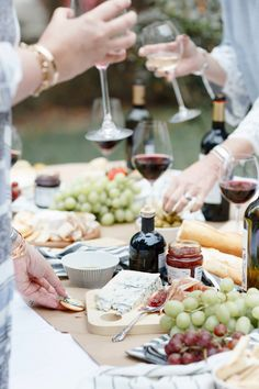How To Plan a Gorgeous Wine and Cheese Party (without breaking the bank! Wine And Cheese Party, Wine Tasting Party, Wine Parties, Wine Cheese, Cocktail Parties, Cubes, Wine Magazine, Acidic Foods, Wine Gift Baskets