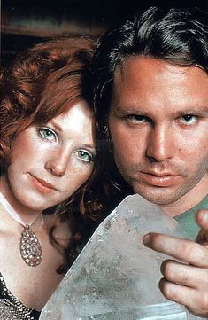 Jim Morrison and Pamela Courson, this pic reminds me of the incredible song Love Street .One of my favorites from The Doors :) Pam Morrison, The Doors Jim Morrison, Jimmy Morrison, Morrison Hotel, Pamela Courson, Ray Manzarek, Blue Sunday, Jim Pam, Idole