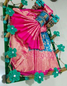 Indian Wedding Gifts, Creative Wedding Gifts, Desi Wedding Decor, Indian Wedding Planner, Wedding Crafts, Wedding Gift Hampers, Wedding Gift Boxes, Bridal Gift Wrapping Ideas, Homemade Wall Decorations