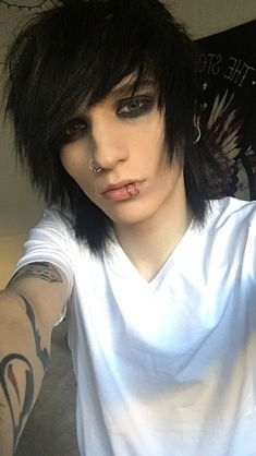 I am Johnnie Gilbert. Honestly do I look like the guy that would be in sports. I am 19 and straight. Cute Emo Guys, Hot Emo Boys, Emo Girls, Scene Boys, Emo Scene, Scene Hair, Goth Guys, Emo Goth, Goth Men