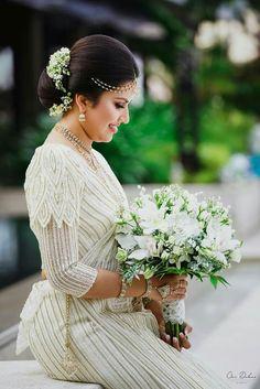 Hair and bouquet Bridal Sari, Wedding Sarees, Bridal Dresses, Sri Lankan Wedding Saree, Sri Lankan Bride, Wedding Bride, Wedding Ideas, Tamil Brides, Bridal Dress Design