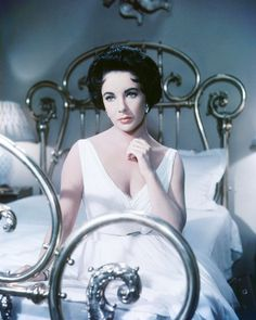 CAT On A Hot Tin Roof Elizabeth Taylor 8x10 Photo (20x25 cm approx) - EUR 4,53. Product Description Cat On A Hot Tin Roof Elizabeth Taylor 8x10 Photo (20x25 cm approx): This is an 8x10 inch (20x25 cm approx) real photograph printed on top quality Fuji Crystal Archive Super type C glossy photographic paper. This is the ultimate quality photographic paper giving brilliant white, more vivid color and improved highlights for museum and exhibition standard prints. 192024136168