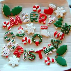 Here are the best Christmas Cookies decorations ideas for your inspiration. These Christmas Sugar Cookies decorated with royal icing are cutest desserts. Cute Christmas Cookies, Christmas Sweets, Christmas Cooking, Christmas Mood, Noel Christmas, Holiday Cookies, Halloween Cookies, Christmas Goodies, Cookie Decorating