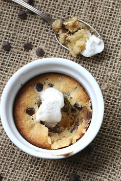 Low carb chocolate chip cookies for one! Dive into this deep dish single serve recipe. Seriously delicious.