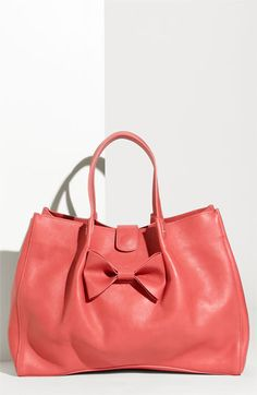 I'm not really a pink person, but I like this shade.  And the style of the purse is kind of sweet in an old fashion way.