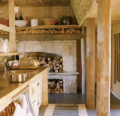 Raj na Saaremaa - dom w Estonii - Weranda Country Barn House Conversion, Cozy Kitchen, Kitchen Ideas, Pantry Ideas, Rustic Kitchen, English Decor, Antique Interior, Cottage Design, Wooden House