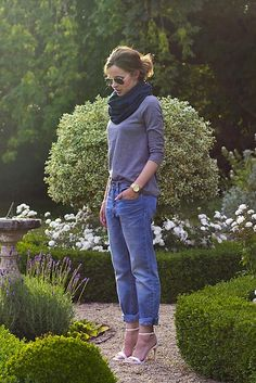 Get this look (shirt, jeans, scarf, sandals) http://kalei.do/WybHuejcH8rlb0Ip