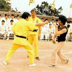 Bruce Lee teaching a fight scene -  유영.존 색슨.이소룡
