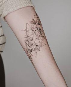 Arm Floral Tattoo Designs For Women; arm 50 Arm Floral Tattoo Designs For Women 2019 - Page 33 of 50 - Chic Hostess Hawaiianisches Tattoo, Shape Tattoo, Body Art Tattoos, New Tattoos, Sleeve Tattoos, Cool Tattoos, Awesome Tattoos, Wrist Tattoos, Shoulder Tattoos