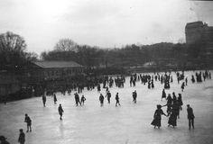 vintage ice skating photo - Recherche Google
