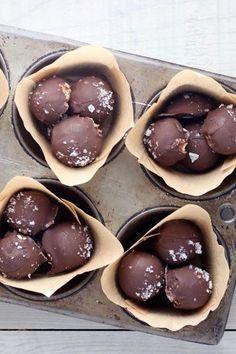 Coconut Flour Almond Butter Truffles [Vegan] - One Green PlanetOne Green Planet Truffle Butter, Truffle Recipe, Almond Butter, Coconut Flour, Almond Flour, Best Dessert Recipes, Fun Desserts, Delicious Desserts, Cake Recipes