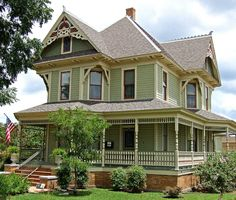 Bayless-Selby home 1898 seven room Victorian, Denton, Texas, Lots of beautiful old houses near the universities. Style At Home, Beautiful Buildings, Beautiful Homes, Victorian Style Homes, Victorian Architecture, Modern Architecture, Historic Homes, House Painting, House Colors