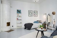 Located in the center of Gothenburg, Sweden, this small, tastefully renovated studio apartment makes for a delightful home. The one-room crib features Simple Interior, Home Interior Design, Studio Decor, Living Room Decor, Living Spaces, Small Studio Apartments, Studio Apartment Decorating, Decorating Small Spaces, Lofts