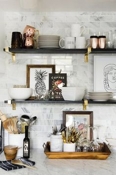 Open kitchen shelves More / cuisine / home interior design / cuisine idee decoration / dream house / Classic Kitchen, New Kitchen, Kitchen Ideas, Country Kitchen, Open Shelf Kitchen, Kitchen Feature Wall, Kitchen Shelf Decor, Basement Kitchen, Kitchen Ware