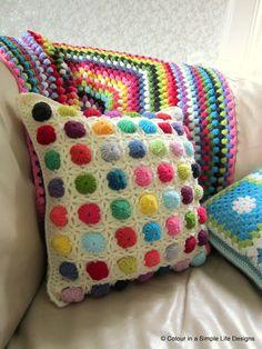 Transcendent Crochet a Solid Granny Square Ideas. Inconceivable Crochet a Solid Granny Square Ideas. Crochet Diy, Manta Crochet, Crochet Home Decor, Love Crochet, Crochet For Kids, Crochet Crafts, Crochet Projects, Learn Crochet, Crochet Cushion Cover