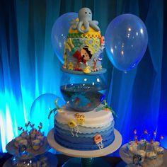 BOLO FESTA FUNDO DO MAR <br>Feito em biscuit <br> <br>MEDE 60CM DE ALTURA POR 40CM DIAMETRO. <br> <br>O AQUARIO VAI VAZIO E O CLIENTE COLOCA A AGUA E O PEIXE SE DESEJAR Ocean Cakes, Baby Boy First Birthday, Mermaid Parties, Shark Party, Cakes For Boys, Baby Shark, Birthday Decorations, Cupcake Toppers, First Birthdays