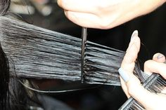 If split ends remain in your hair, they will travel up your hair shaft and cause more breakage (ruining your hair goals)! If you're tired of not achieving the length you desire for your hair then read below to discover 4 simple tips to prevent split ends. How To Cut Your Own Hair, Your Hair, Gray Hair Highlights, Transition To Gray Hair, Salt And Pepper Hair, Peinados Pin Up, Hair System, Grow Long Hair, Tape In Hair Extensions