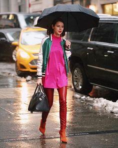 Como animar um dia de chuva? Aposte em cores contrastantes em um mesmo look! O click veio diretamente das lentes de @leofaria na #NYFW. #ELLEnaNYFW  via ELLE BRASIL MAGAZINE OFFICIAL INSTAGRAM - Fashion Campaigns  Haute Couture  Advertising  Editorial Photography  Magazine Cover Designs  Supermodels  Runway Models