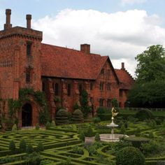 """Hatfield House, where Elizabeth I spent her childhood. Anne and Henry visited her most often during """"progresses,""""- when the King and Queen would ride through England and allow the working folk to see their King. Tudor History, European History, British History, Isabel I, Hatfield House, Elisabeth I, Tudor Dynasty, Tudor Era, Tudor Style"""