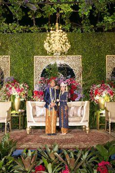 Traditional Sundanese Wedding With A Magical Indoor Garden - 043 Kebaya Wedding, Wedding Mandap, Wedding Stage, Wedding Reception Decorations, Wedding Favors, Dream Wedding, Wedding Ideas, Wedding Dresses, Wedding Inspiration