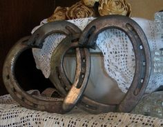 Horseshoes welded together to form hearts.  I WANT THESE!! THEY ARE AWESOME