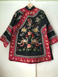 vintage Chinese silk embroidered phoenix robe Asian embroidery jacket,Great ideas for wonderful embroidery By embroidering wonderful designs, small figures or lovely boundaries, DIY style makers can design their individu. Vintage Fur, Vintage Black, Vintage Dress, Sweat Shirt, 1960s Fashion, Vintage Fashion, Women's Fashion, 1960s Outfits, Trendy Outfits