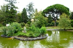 O belo Parque Serralves, na cidade do Porto, Portugal. O projeto para o jardim da Casa de Serralves foi encomendado pelo Conde de Vizela ao arquiteto Jacques Gréber em 1932.  Fotografia: Karl Gercens no Flickr.