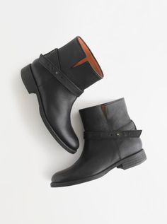 Madewell Biker boot. Look good with skinny jeans or leggings :) I might actually wear both if I can get these boots haha
