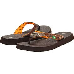 Mossy Oak Sanuk Sandals. Gotta have these!!!!!