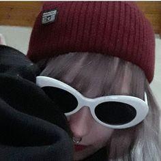 Kurt Cobain Retro Sunglasses - Dizaster In A Halo Bad Girl Aesthetic, Aesthetic Grunge, Aesthetic Photo, Chica Dark, Estilo Grunge, Grunge Girl, Sad Girl, Retro Sunglasses, Photo Instagram