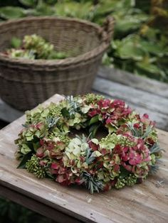 Herbstkranz: Schöne Herbstdekoration he basket near the wooden table and the colors of the hydrangea already 'burnished . that lead back to the beginning of autumn . Hydrangea Wreath, Floral Wreath, Green Hydrangea, Autumn Wreaths, Christmas Wreaths, Wreath Fall, Deco Nature, Wreaths And Garlands, Deco Floral