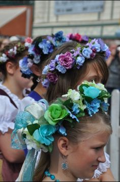 - Hair to wear your dirndl with - German Costume, Adventure World, Alpine Style, World Thinking Day, German Girls, Flowers For You, Beltane, Flower Crown, Fancy Dress