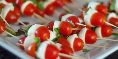 Espetinho de tomate, manjericão e mussarela