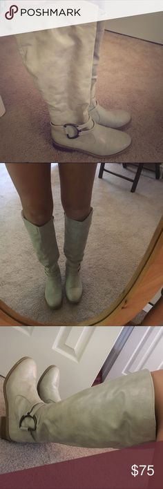Knee High Grey Boot EXCELLENT condition Super soft material on inside, fun 70s vintage boot size 7! Spotless beautiful boot! Shoes Over the Knee Boots