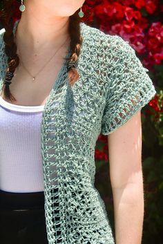 Crochet Blusas A perfectly lacey cardigan, perfect for warm days and nights. Free Crochet pattern by Casale Crafts Gilet Crochet, Crochet Cardigan Pattern, Crochet Jacket, Crochet Blouse, Crochet Scarves, Crochet Clothes, Crochet Sweaters, Crochet Vests, Crochet Dresses