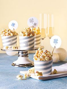 Knuspriges Popcorn mit Schokolade Snacks Für Party, Christmas Baking, Cakes And More, Finger Foods, Kids Meals, Sweet Recipes, Bakery, Food Porn, Food And Drink