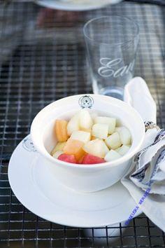 Miseczka śniadaniowa Classic Cereal  śr. 15x9 cm biała. Klasyczna miska śniadaniowa, porcelana z wyrazem luksusu opatrzona logo Riviera Maison. MIska zarówno do śniadaniowych płatków jak i ulubionej zupy na obiad.