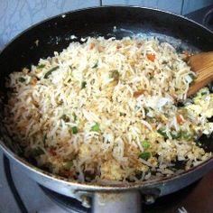 Nasi lijkt altijd erg moeilijk, maar met dit recept is het in een handomdraai gemaakt! In ongeveer 20 minuten een gerecht op tafel waarbij iedereen mee kan eten.