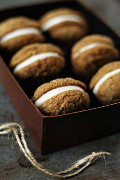 Pumpkin Molasses Sandwich Cookies capture the essence of fall! Pumpkin Molasses Sandwich Cookies capture the essence of fall! Beaux Desserts, Köstliche Desserts, Delicious Desserts, Dessert Recipes, Yummy Food, Plated Desserts, Pumpkin Recipes, Fall Recipes, Holiday Recipes