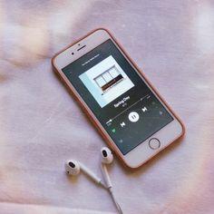 love, cute y music imagen en We Heart It Music Aesthetic, Kpop Aesthetic, Aesthetic Girl, Army Tumblr, Bts Emoji, Kpop Phone Cases, Bts Lyrics Quotes, Tumblr Iphone, Album Bts